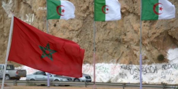سلوكَية جديدة لإعلام مول الدزاير شنكَريحة: عشرات المغاربة حاولو اقتحام الحدود باش يطلبو اللجوء السياسي!