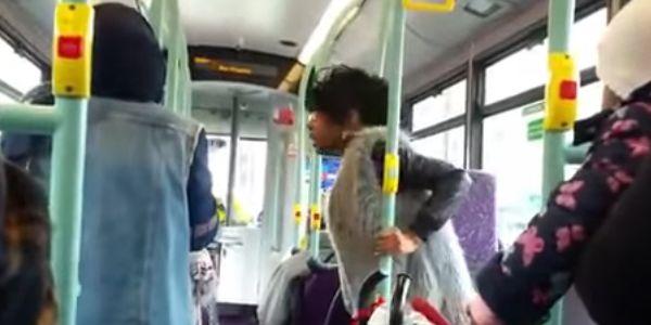 في الحافلة