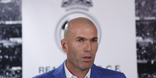 اصل لاعب كرة القدم العالمي والمدرب