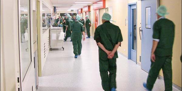 أودي يا لإنسانية أودي. طبيب خبر مريض بأنه غادي يموت عبر ميساج