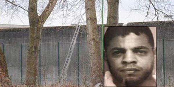 نتيجة بحث الصور عن مصطفى إيكن السجين المغربي