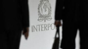 البوليس قرقب على فرنسية مطلوبة للإنتربول