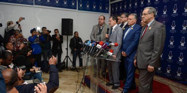 باقي منشفش مداد ميثاق الأغلبية. العنصر يهاجم العثماني