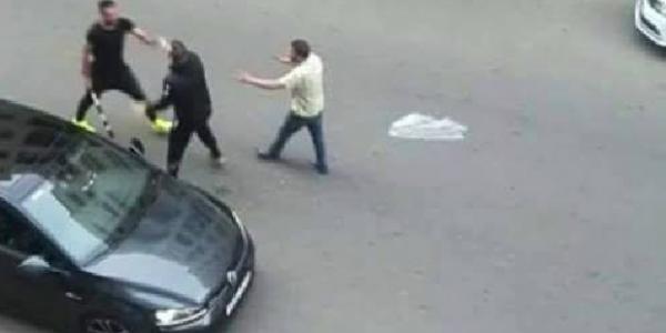 اعتداء جديد على حارس الرجاء الزنيتي.. جماهير غاضبة تهاجمه للمرة الثانية بسبب الخسارة في الديربي