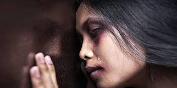 عيالات خرجو بالالاف للزنقة للتنديد بالعنف المرأة