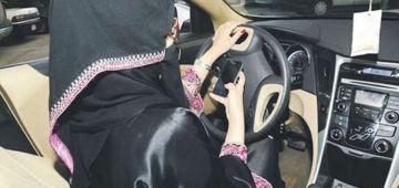 مرا سعودية دخلات بطوموبيلتها فالناس اللي كانو فوق الطروطوار و ها السبب – فيديو