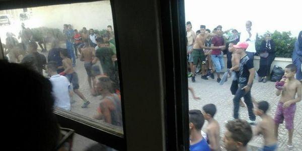 مقاتلة بالسلاح البيض بين وداديين ورجاويين زرعات الرعب فكازا والبوليس تيرا بالقرطاس