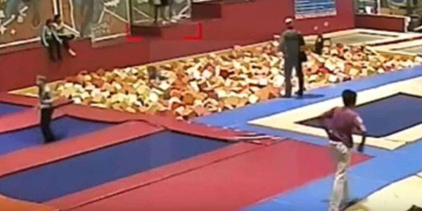 بالفيديو. مسؤول روسي بغا يتبوزا حدا ولدو صدق ميت