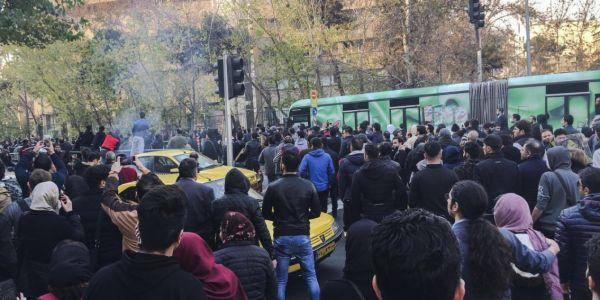 فيديو صادم. بوعزيزي ايراني حرق راسو بعد ما سدوليه الحانوت