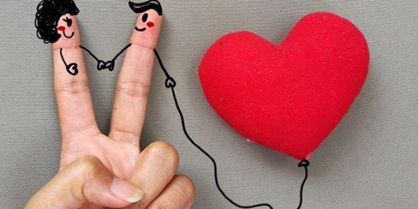 المغربي كائن باقي متحب، حيث حياتو كلها عايش حب من طرف واحد. شي كيحرم وكيحلل واخا ضاربها بسكرة ولكن ايلى بغى ياكل الحلوة يحتافل حتى بعيد الشكر ماشي غير غير الحب