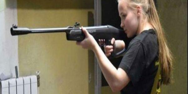 بالفيديو. مراهقة روسية دخلات غينيس بالسلاح