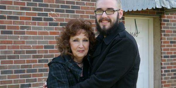 بالصور. الحب كيصنع المعجزات وعشريني تزوج سبعينية قد جداتو