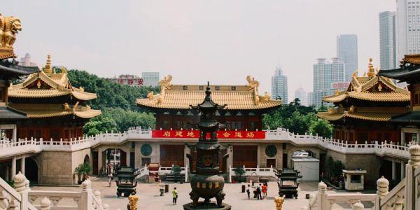 سافرت إلى شنغاي دون أن يرافقني استاذي في الصورة أحمد بنسماعيل..