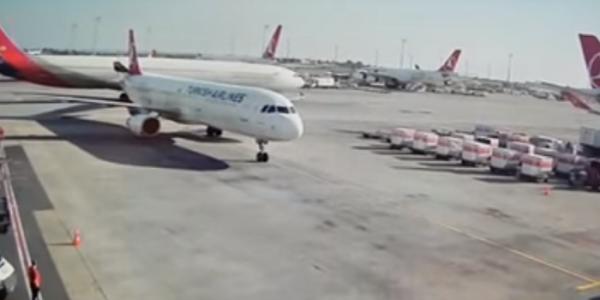 تصاطيح بين طيارة لارام والطيارة التركية. شكون ضرب شكون؟ التحقيق مازال كاين والركاب داوهم لاوطيل فاسطمبول