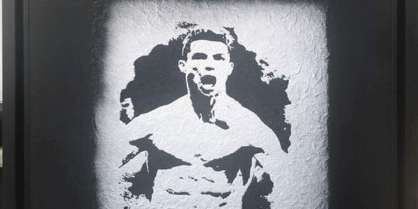 لوحة لرونالدو بالرمل والحجر المطحون غادي يديها هاد الفنان المغربي لطورينو
