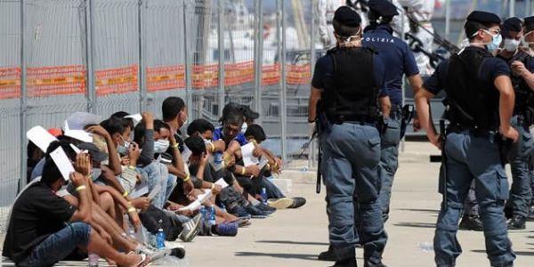حكومة الأندلس بغات ترجع 2500 حراكَـ  للمغرب
