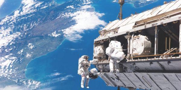 على سلامتهوم.. رواد الفضاء غايقدرو دبا يصبنو حوايجهم ماشي بحال قبل! – فيديو