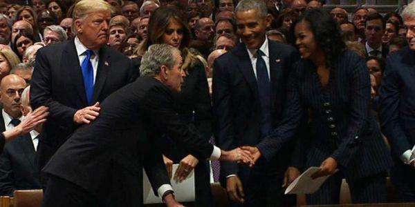 وسط الجنازة ديال باه.. هاشنو دار جورج بوش لميشيل أوباما – فيديو
