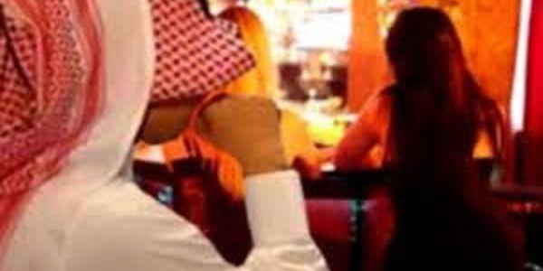 جنس وطاسة وحشيش رونو تاسلطانت بمراكش. الجدارمية شدو 3 ديال البنات مع أردني و3 خليجيين