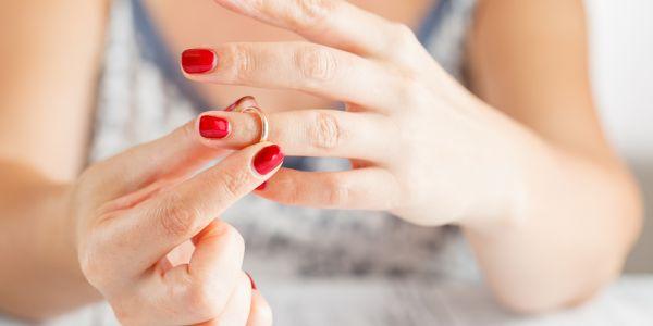 جامعة لوزان السويسرية: الطلاق كيرد العيالات جذابات وناضجات