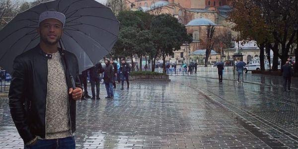 الكعبي عايش الرومانسية وأيام العسل في تركيا مع المادام