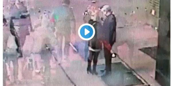 بوليس نيويورك كيقلب على منحوس طاحليه خاتم الخطبة ملي كان باغي يعطيه لخطيبتو فالشارع – فيديو