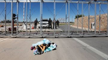 نايضة فمريكان بعد وفاة طفلة مهاجرة بالجوع فمركز احتجاز