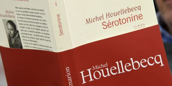 لماذا يكره ميشيل ويلبيك المغاربة! لا أحد منا اشترى روايته الأخيرة. ولا أحد دفع فيها فلسا واحد. والكل قرأها مقرصنة