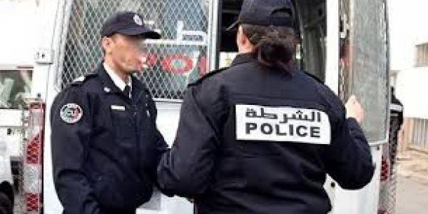 البوليس لقاو بنت محتجزها الأب ديالها فميسور ورابطها بسلسلة حديدية