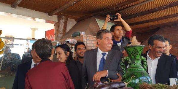 """اخنوش ل""""جون افريك"""": هدفنا الفوز بانتخابات 2021 والوصول إلى 200 ألف عضو في الحزب ولم اتلق اي تعويض عن مهامي الوزارية واتحمل نفقات تنقلاتي وهذا اصل ثروة العائلة وهذا هو المغرب الذي نريد في الحزب=الحوار كولو"""