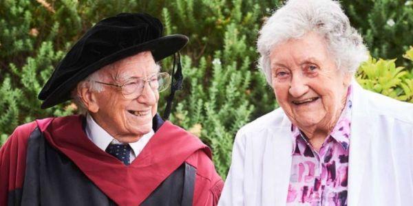 استرالي عندو 94 عام حصل على دكتوراة فالفلسفة