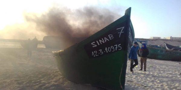 البحرية الملكية حرقات قوارب متورطة فالصيد الغير قانوني بجهة الداخلة
