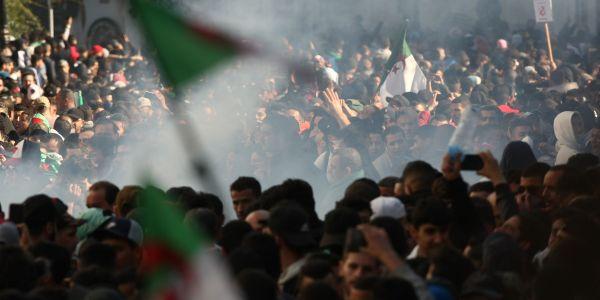 الخلفي على احتجاجات الجزائر: مغاديش نجاوب على هاد السؤال
