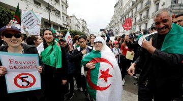 علاش مصيرنا جميعا مرتبط بنجاح الثورة السلمية الديمقراطية في الجزائر ؟