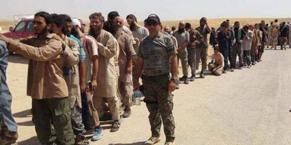 "3000 ""داعشي""  استسلمو شرق سوريا"