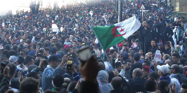 فرنسا تعقيبا على ترشح بوتفليقة : القرار بيدين الشعب الجزائري