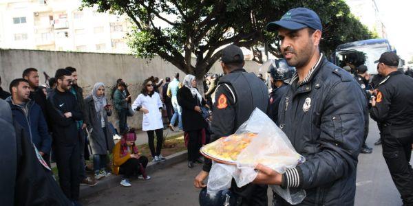 ورد وكسكسو في جمعة غضب الاساتذة المتعاقدين بكازا.. والمناوشات مع رجال الأمن مستمرة
