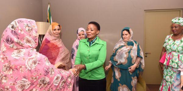 جنوب إفريقيا محتافلة بوفد نسوي من البوليساريو فاليوم العالمي للمراة