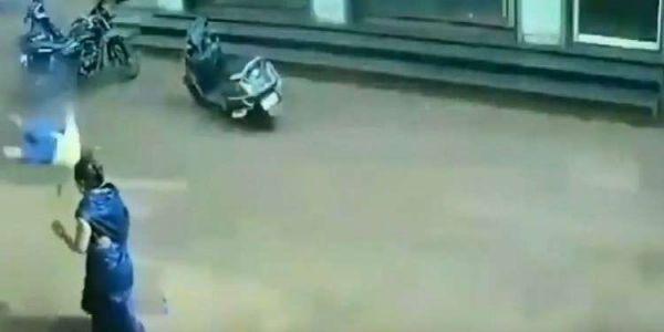 طفل زكل الموت: طاح من الطابق الثالث على سلوك الضو وماوقع ليه والو- فيديو
