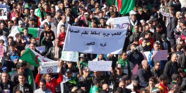 مئات آلالاف الدزايريين طالبو بإسقاط النظام ومات واحد فالمسيرات – صور
