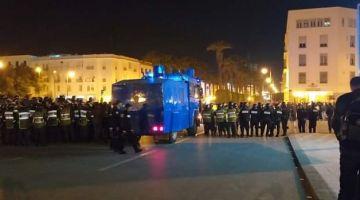 """ليلة ذكرى 23 مارس.. """"الكر والفر"""" بين البواليس وأساتذة """"الكونطرا"""" بشوارع الرباط – تصاور"""