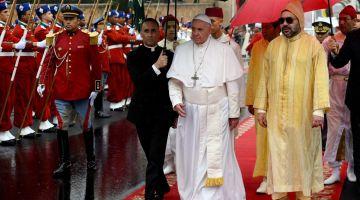 محمد السادس كيعزي رئيس سريلانكا بعد اعمال ارهابية قتلات اكثر من 200 مواطن