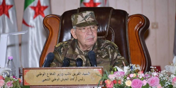 قائد اركان الجيش الجزائري أحمد قايد صالح كيرطب مع الشعب قبل رجوع بوتفليقة