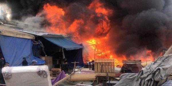نهار ديال لعوافي في كازا.. بعد احتراق طوبيس النار تلتهم سوق ولد مينة – صور وفيديو
