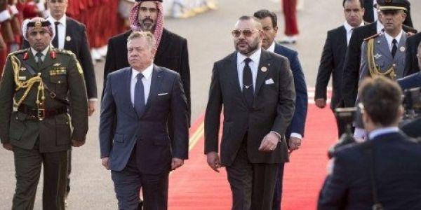 بعدما كان الملك محمد السادس أول القادة العرب لربطو الاتصال بيه.. دعم عربي ودولي كبير ولافت لملك الأردن