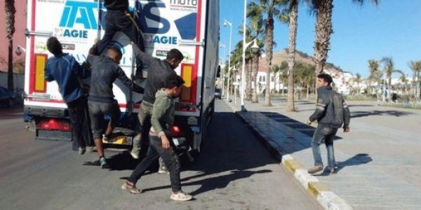 أمن الناظور داير حملة كبيرة على الحراگة القاصرين وكيراقب مرور الشاحنات والكيران الطالعين لاوروبا