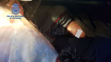 اعتقال مغربي مهرب مغربي اخر فسيارتو لاسبانيا