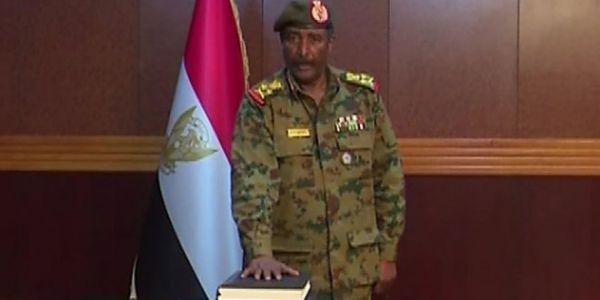 السودان تلف. استقالة رئيس المجلس العسكري بن عوف وجابو البرهان والسودانيين ما مفاكينش