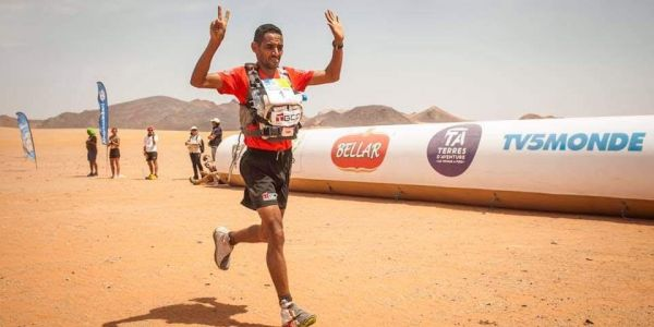ملك جديد لماراتون الرمال: المغربي المرابطي دا 7 و6 المرات متابعة وهولندية ربحات دورة 34