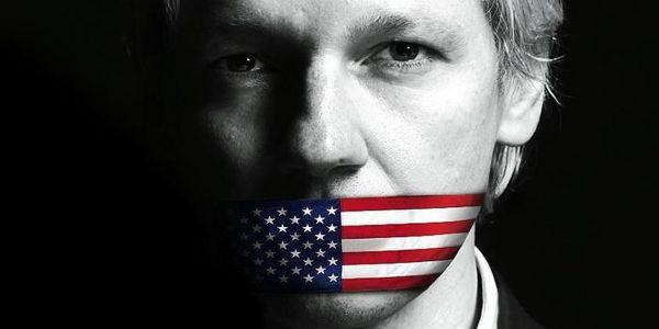 """وزارة العدل الأمريكية اتهمات جوليان أسانج مول """"ويكيليكس"""" بالتآمر ضد حكومة الولايات المتحدة"""